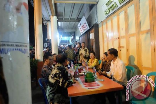 Jokowi cicipi cendol khas Singkawang