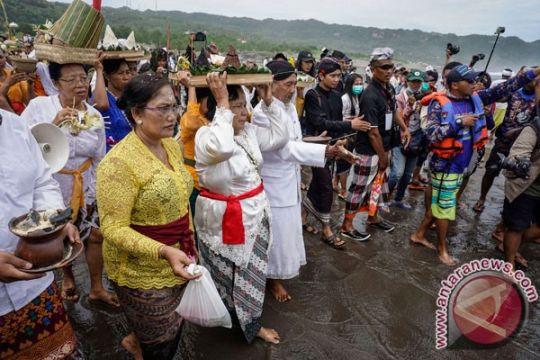 Umat Hindu di Manado laksanakan dharma santhi