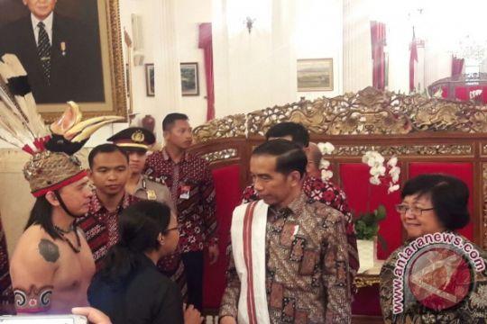 Presiden Jokowi bersama masyarakat adat bahas UUMA