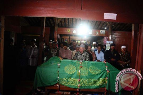 Jenazah aktivis Pegunungan Kendeng dimakamkan