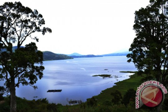 Sumbar teliti  keruh dan berbaunya Danau Diatas