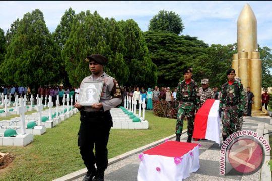 Kerangka jenazah pejuang kemerdekaan Alexander Patty dimakamkan di Ambon