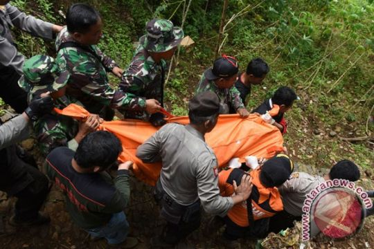 Tim SAR gabungan temukan dua korban longsor Ponorogo