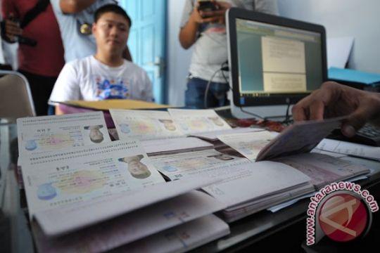 Imigrasi Singaraja deportasi tujuh pekerja Tiongkok