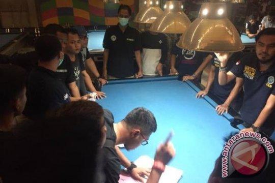 Polisi di Kendari tes urine ratusan pengunjung diskotik