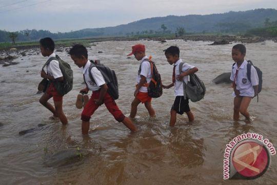 Menekan angka putus sekolah demi bangsa berkualitas tinggi