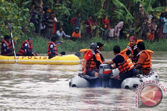 Wagub Jatim imbau penyeberangan perahu dihentikan sementara