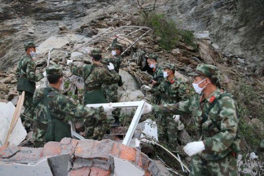 Lebih 100 orang tertimbun longsor di China