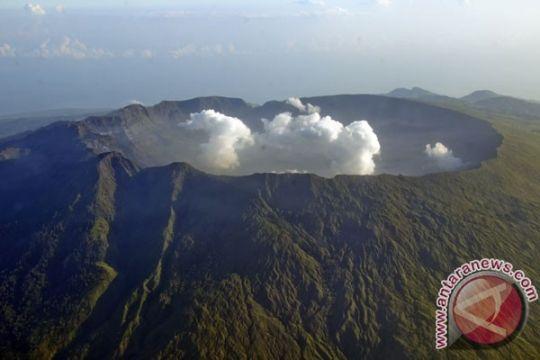 Pendaki Gunung Tambora diperkirakan lebih 2.000 orang