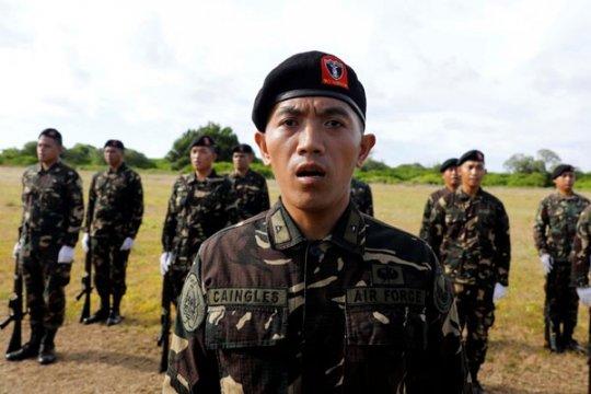 Panglima militer Filipina kunjungi pulau di perairan sengketa