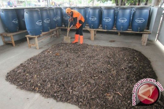Kecamatan Pal Merah  sulap tiga ton sampah jadi pupuk kompos