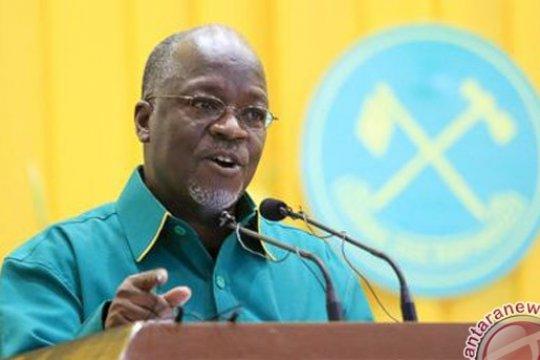 Presiden Tanzania dukung pejabat yang pukuli para siswa dengan tongkat