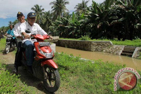 Menteri Basuki kendarai motor tinjau irigasi di Gorontalo