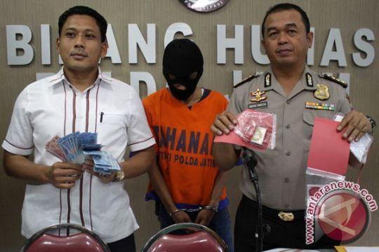 Polrestabes Surabaya membongkar bisnis prostitusi daring