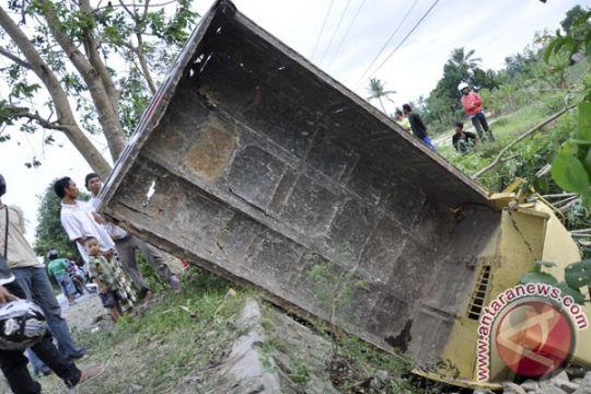 Seorang anggota Brimob tewas setelah truk pengangkut pasukan terbalik di Kenyam