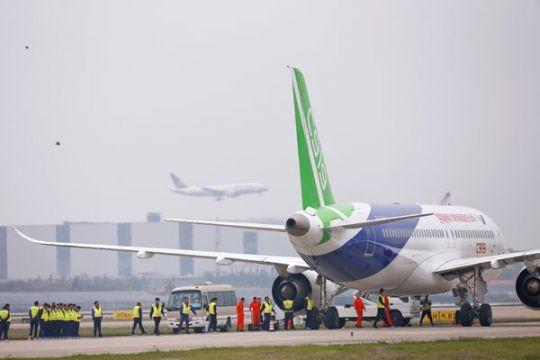 6.000 penumpang telantar di Bandara Xinjiang