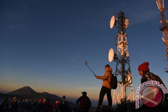 Pemakaian data PT Telkomsel naik 136 persen