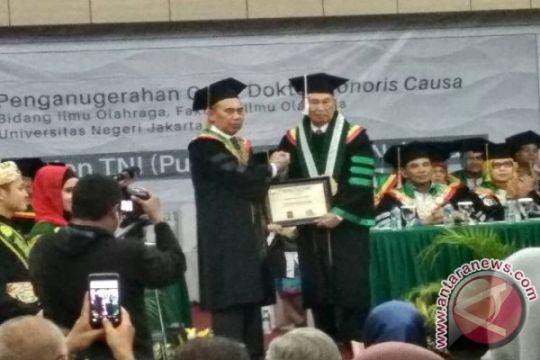 UNJ anugerahkan gelar Doktor HC kepada Eddie M Nalapraya