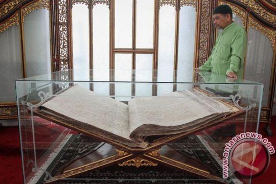 999 santri Kudus tulis Quran 30 juz