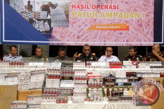 Polisi-Bea Cukai mengamankan 65 koli rokok ilegal