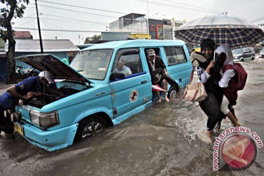 Banjir rendam sembilan kecamatan di Padang
