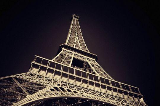 Menara Eiffel gelar konser rayakan pengunjung ke-300 juta