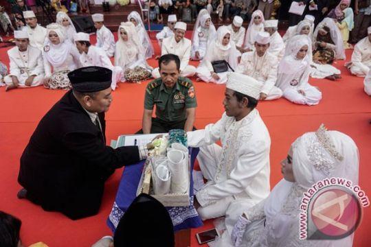 79 pasangan pengantin Surabaya ikuti nikah massal