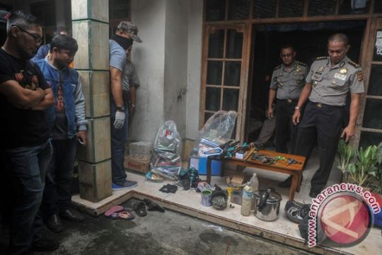 Densus geledah rumah terduga teroris MA