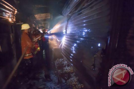 Komplek pertokoan Cirebon terbakar