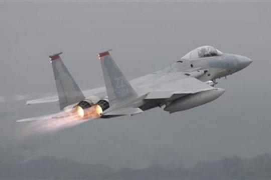 Empat pesawat tempur F-16 patroli udara di Aceh