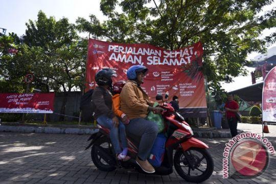 Pemudik sepeda motor padati jalan di kota Serang