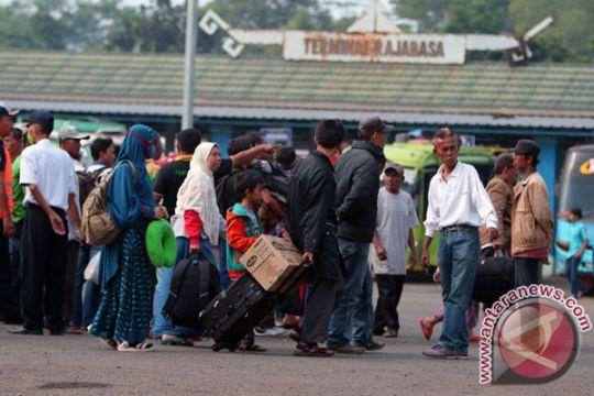 14.595 penumpang masuki terminal Rajabasa pada H-3 Lebaran