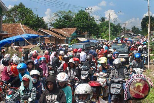 Wisatawan terjebak kemacetan parah di Anyer-Carita