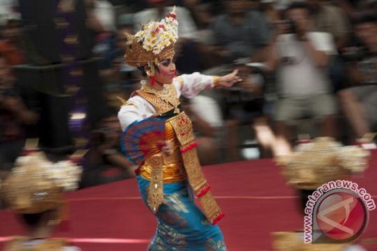 Ribuan orang tonton tarian Indonesia di  festival rakyat internasional di Ekuador