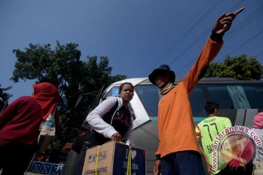 Pengelola Terminal Kampung Rambutan waspadai pendatang salah alamat
