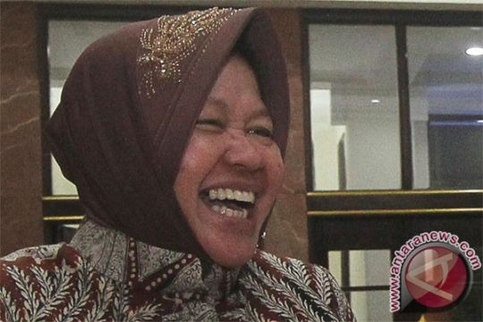 Risma sahur bersama warga Muteran Surabaya