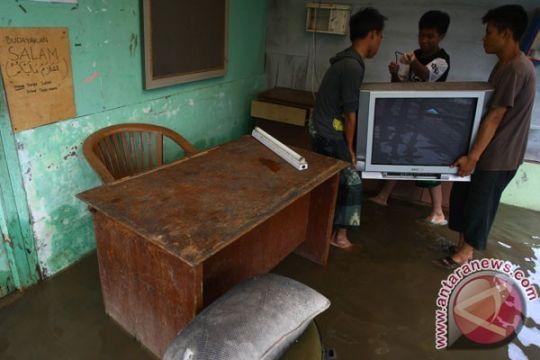 Dua kecamatan di Belitung Timur terisolir banjir