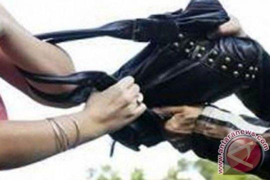 Polres Jakarta Barat tangkap pelaku penjambretan terekam CCTV
