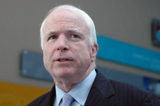 Selebritis berduka atas wafatnya John McCain