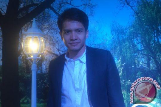 Isi liburan, Dimas Seto umroh bersama istri