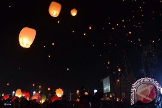 Ribuan lampion diterbangkan pada Dieng Culture Festival
