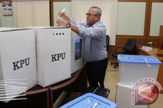 KPU perkenalkan kotak suara transparan untuk pilpres