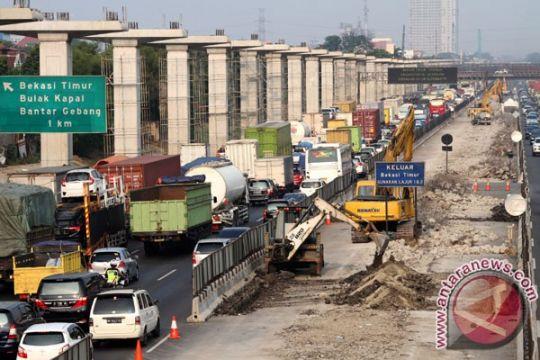 Contra flow diberlakukan di tol Jakarta-Cikampek atasi kemacetan
