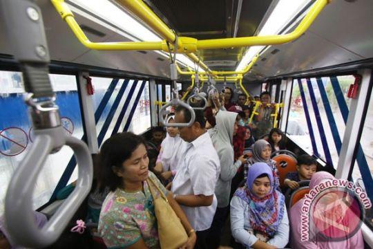 Transjakarta uji coba perpanjangan waktu layanan Koridor 13