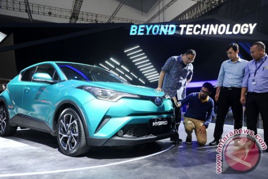 Compact Crossover Pertama Toyota