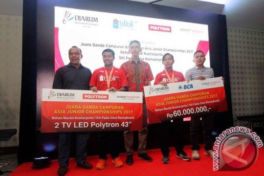 Rehan Naufal/Siti Fadia terima bonus dari PB Djarum