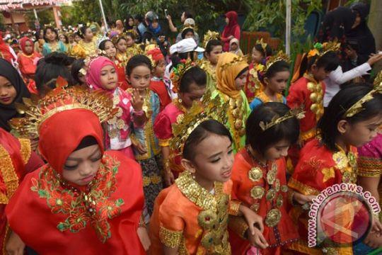 131 tim meriahkan pawai kemerdekaan di Bukittinggi
