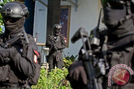Terduga teroris sempat sandera warga