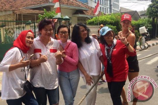Bule juga ikut lomba 17-an di Jalan Jaksa (video)