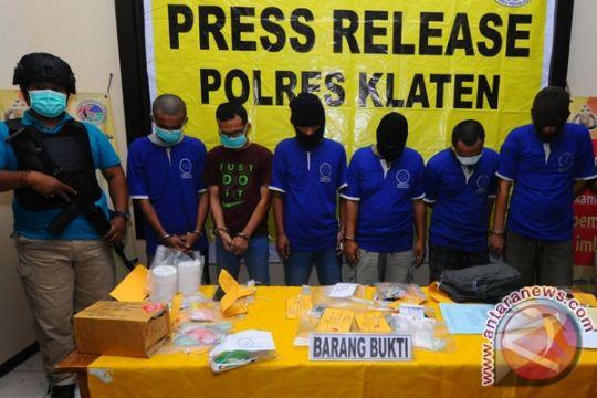 Polrestabes Bandung ungkap peredaran 6.000 pil Hexymer